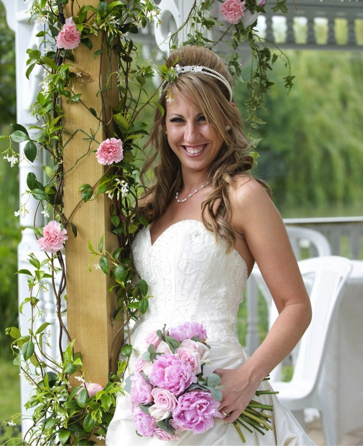Minstrel Court Weddings - Flowers and a bride on the island