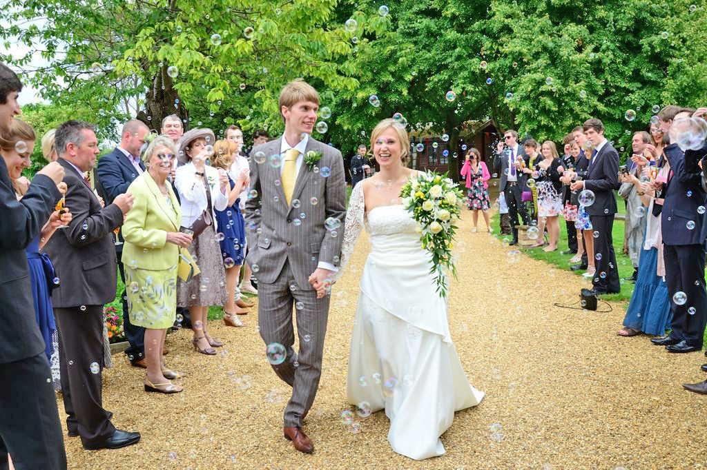 Minstrel Court Weddings - confetti of Bubbles