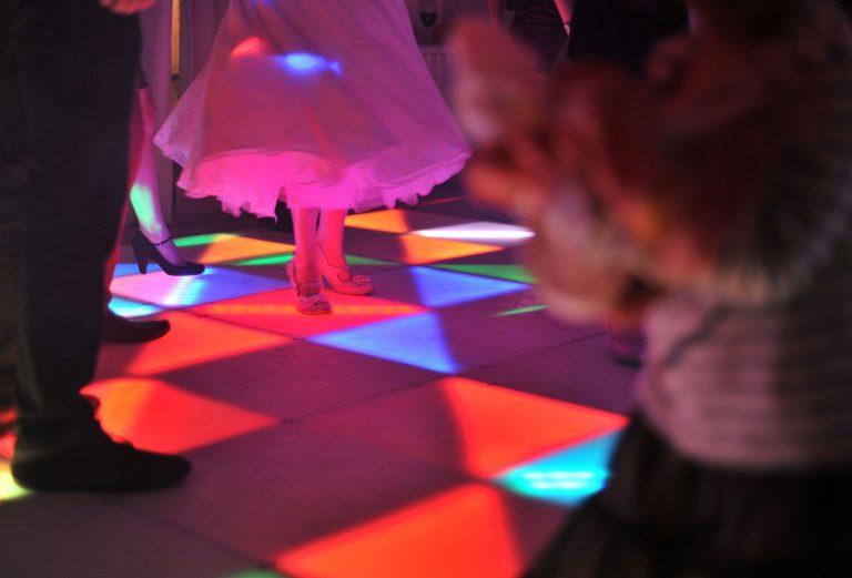 MINSTREL COURT LONG GALLERY BRIDE ON LIGHT UP DANCE FLOOR
